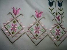 This Pin was discovered by Nur Embroidery Patterns Free, Embroidery Needles, Cross Stitch Patterns, Machine Embroidery, Embroidery Designs, Palacio Bargello, Dress Design Sketches, Hardanger Embroidery, Cutwork