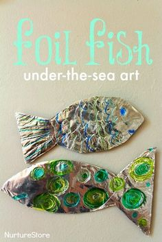 fish craft :: ocean theme for preschool Gorgeous foil fish craft :: Great under the sea art / ocean craft for kids.Gorgeous foil fish craft :: Great under the sea art / ocean craft for kids. Fish Under The Sea, Under The Sea Theme, Under The Sea Crafts, Preschool Themes, Preschool Crafts, Ocean Activities, Water Theme Preschool, Rainbow Fish Activities, Learning Activities