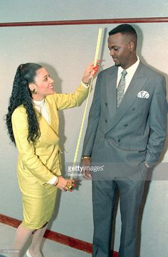 Florence Griffith Joyner takes the measure of George McCloud, the. Flo Jo, Beautiful Black Girl, Black Love, Lsu Track And Field, Black Celebrities, Celebs, Hot Black Guys, Vintage Black Glamour, Sport Icon