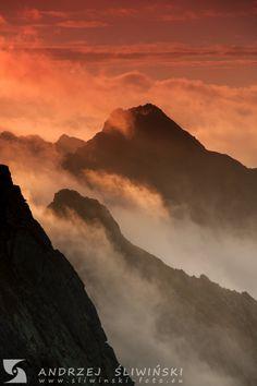Rocky peaks of the Tatra Mountains at sunrise. Poland.  #landscapephotography #stunninglandscape #mountainphotography