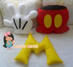 Natália Zelice Artes em Feltro: Almofadas: Luva, Short e M do Mickey Mouse