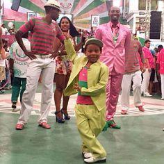 La relève de #mangueira est assurée j'adore !  D'ailleurs on le voit dans le 1er épisode de #tifanyario (lien de la chaîne Youtube dans la bio). Bisous   #samba #carnaval #danse #costume #beaute #1ere #outremer #guadeloupe #martinique #lareunion #mayotte #guyane #polynesie #nouvellecaledonie #spm #wallisandfutuna #bresil #brazil #girl #youtube #video #telenovela #globo #brazilian #french #lescouleursdelaliberte #webserie #rio by tifanyario