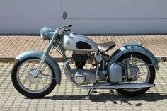 List your motorcycles on Classic Driver. Norton Motorcycle, Motorcycle Design, Vintage Motorcycles, Cars And Motorcycles, Scooters, Rolling Thunder, Royal Enfield, Vintage Bikes, Alfa Romeo
