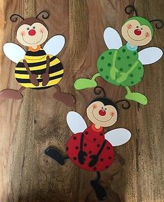 Cute and easy paper bug craft for kids! DIY paper frogs, ladybugs, bees and more! Bug Crafts, Easy Crafts, Diy And Crafts, Arts And Crafts, Diy Paper, Paper Crafts, Free Paper, Diy For Kids, Crafts For Kids