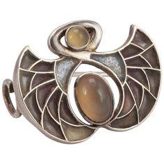 Heinrich Levinger Art Nouveau Plique-a-Jour Silver Brooch Rose Gold Jewelry, Gems Jewelry, Jewelry Art, Fashion Jewelry, Jewelry Ideas, Jewellery, Antique Brooches, Antique Jewelry, Vintage Jewelry