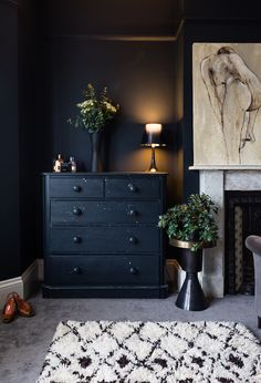Tone on tone dark blue storage / chest-of-draws matching the bedroom wall/ Poonam Sharma Modern Luxe Bedroom A Striking Victorian Villa in South East England With Deep Blue Walls Dark Bedroom Walls, Dark Blue Bedrooms, Dark Blue Walls, Dark Blue Living Room, Blue Furniture, Luxury Furniture, Scandinavian Home, Trendy Bedroom, Fireplace Wall