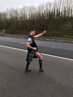 Stranded Scots rugby fans hitch-hike on the motorway in full kilts after coach breaks down - Daily Record
