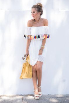 50 Trending Summer Outfits To Update Your Wardrobe Multi Pom Pom Pff The Shoulder Little White Dress Chic Summer Outfits, Casual Chic Summer, Girl Outfits, Cute Outfits, Summer Dresses, Outfit Summer, Style Summer, Fashion Tips For Women, Diy Fashion