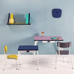 Les Gambettes make cheerfull kids furniture, desks and chairs in many colors. Three sizes, so every age group is served.