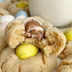 Cadbury Egg Kiss Cookies are a fun way to celebrate spring and Easter! Soft, thick peanut butter cookies rolled in sugar and topped with a Cadbury Mini Egg. CADBURY EGG KISS COOKIES I recently bought Kiss Cookies, Chip Cookies, Easter Cookies, Cookie Recipes, Dessert Recipes, Dessert Ideas, Lemon Desserts, Baking Recipes, Dinner Recipes