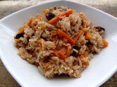 Voici une recette salée-sucrée d'Asie centrale : une recette kirghize pleine de parfums, le pilaf de fruits secs. Simple à faire et délicieuse !