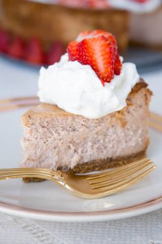 Once you try this Real Strawberry Cheesecake recipe that's packed full of fresh strawberry flavor, you'll never go back to the gloppy-red-topping version. Best Gluten Free Desserts, Gluten Free Cupcakes, Allergy Free Recipes, Gluten Free Treats, Gluten Free Baking, Easy Desserts, Delicious Desserts, Dessert Recipes, Candy Recipes
