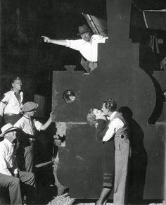 """Clarence Brown dirige a Greta Garbo y John Gilbert en """"El Demonio y la Carne"""", 1926"""