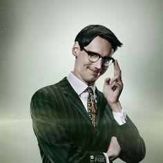 Cory Michael Smith tease the green suit of the riddler. Cory Smith, Cory Michael Smith, Riddler Gotham, Gotham Villains, Dc Comics, Batman Comics, Gotham Tv Series, Vampire Masquerade, Gotham Girls
