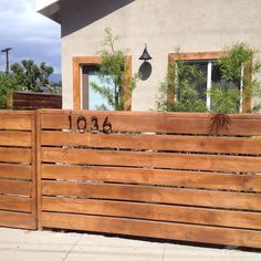 Horizontal Wood Fence - A horizontal fence finished of wood sheets is constantly a very sole and unusual thing. How to construct a horizontal fence with. Diy Fence, Backyard Fences, Garden Fencing, Fenced In Yard, Front Yard Landscaping, Landscaping Ideas, Patio Fence, Pallet Fence, Home Fencing