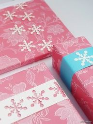 Meeha Meeha: Christmas Gift Wrap: Snowflakes And Pompoms