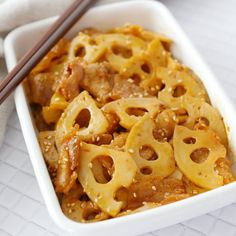 コチュジャンでうまうま!豚バラ肉とれんこんのピリ辛きんぴら【作り置き】 - macaroni Asian Recipes, Ethnic Recipes, Japanese Food, Deli, Macaroni And Cheese, Side Dishes, Food And Drink, Cooking Recipes, Yummy Food