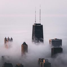☁️ Good morning ☁️ #OutlineTheSky #Chicago Photo: @msalisbu