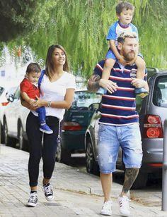 Barcelona football star, Lionel Messi and his wife, Antonella Rocuzo are … Lional Messi, Messi Fans, Neymar, Lionel Messi Barcelona, Barcelona Football, God Of Football, Football Memes, Messi And His Wife, Shakira