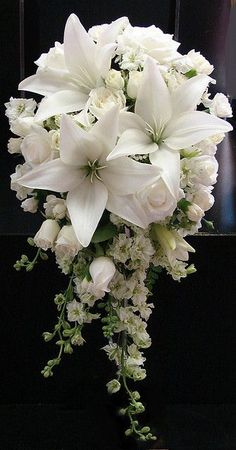 Lily and Rose Wedding Bouquet This is the prettiest white roses bouquet I have seen and the white lilies make it even more dramatic.This is the prettiest white roses bouquet I have seen and the white lilies make it even more dramatic. Bouquet Bride, Rose Wedding Bouquet, Bridal Flowers, Floral Wedding, Trendy Wedding, Wedding White, Purple Wedding, Cascading Bridal Bouquets, Wedding Cake