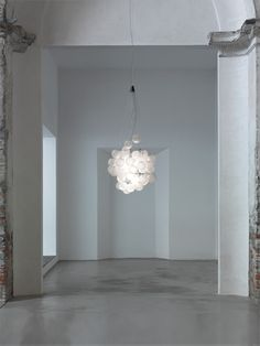 #Stochastic is a #suspensionlamp with an evocative character, which thanks to the dematerialization of the support elements and the volumetric breakdown takes on a theatrical, poetic character: not just functional quality, but also aesthetic and decorative refinement. http://www.luceplan.com/Prodotti/1/2/1072/Stochastic