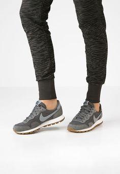 Nike Sportswear AIR PEGASUS '83 - Sneaker low - dark grey/black - meta.domain