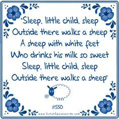 Slaap kindje slaap. Daarbuiten loopt een schaap. Een schaap met witte voetjes. Die drinkt zijn melk zo zoetjes. Slaap kindje slaap. Daarbuiten loopt een schaap