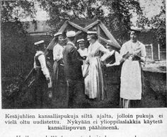 """Kysymyksellä """"Joko teillä on kansallispuku?"""" on otsikoitu Kotiliedessä vuonna 1926 julkaistu rouva Mary Ollonqvistin (myöh. Olki) kirjoittama artikkeli."""