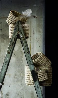 rustic ladder and baskets ♥