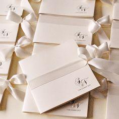 Libretti e messali per matrimonio - EYDER DESIGN Wedding Stationery & much Classic Wedding Invitations, Wedding Invitation Cards, Wedding Cards, Party Invitations, Wedding Events, Wedding Stationery, Wedding Set Up, Wedding Shoot, Ceremony Programs