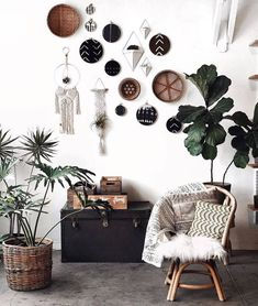 The wonderful bohemian style house decor is simply impossible without having a focus on the wall's decoration. This captivating boho style wall decor is done with the adjustment of different decorating items, in which some old and useless items already present at home are also included.