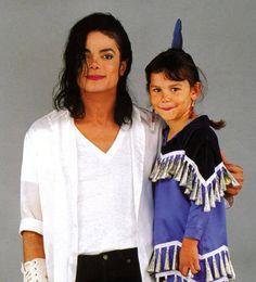 O que nós podemos ainda salvar em nós mesmos, é todo o amor que amamos...  Adoro tanto esta foto e este momento ternurento com Sage... meu anjo Michael, simplesmente o amor em forma de pessoa ღ   --» https://www.youtube.com/watch?v=a9U44IBo7Z4