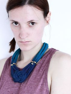 Beaded navy and petrol ombre necklace with von ChezKristel auf Etsy, $45.00