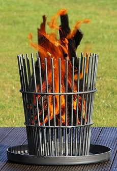 23 Clever DIY Christmas Decoration Ideas By Crafty Panda Fire Pit Grill, Diy Fire Pit, Fire Pit Backyard, Wood Stove Heater, Diy Heater, Wood Pellet Stoves, Fire Basket, Steel Fire Pit, Wood Burning Fires