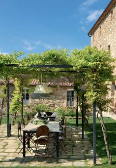 Let's meet here for lunch, shall we? — Outdoor Dining in Tuscany