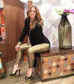 Thanks to my beloved of for my leggins ! I loved them! The sweater that is my darli Sexy Outfits, Other Outfits, Fall Outfits, Fashion Outfits, Womens Fashion, December Outfits, Gown Party Wear, Fiesta Outfit, Sequin Outfit