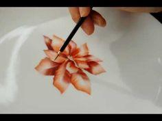 ▶ Poinsettiaチャイナペインティングで描くポインセチア - YouTube