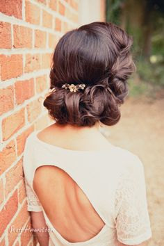 Glamorous bridal hair up do with small floral accessories #wedding #vintage #bride #hair #vintagewedding