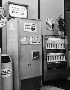 pepsi & a smoke Soda Machines, Vending Machines, Retro Images, Pepsi Cola, Machine Design, Retro Home, Old Tv, The Good Old Days, Fun Drinks