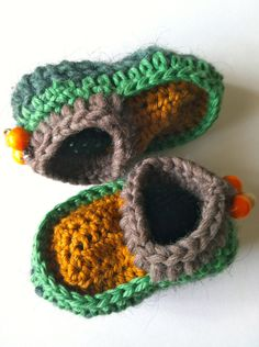 adorable crochet moccasin booties, by needleheadcrafts, via Etsy.