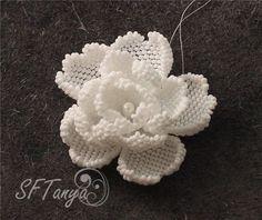 * Цветок бисером (розочка или камелия) :)   biser.info - всё о бисере и бисерном творчестве