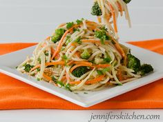 Gluten-Free Pasta with Vegetables, Garlic and Sesame http://www.ivillage.com/surprisingly-delicious-gluten-free-pasta-dishes/3-a-557002