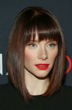 Bryce Dallas Howard Pairs Orangey-Red Lips With Cat Eyes