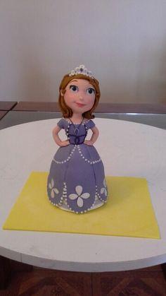 Princesa sofia gumpaste Gum Paste, Disney Characters, Fictional Characters, Cinderella, Disney Princess, Caves, Sugar Paste, Fondant, Disney Princes