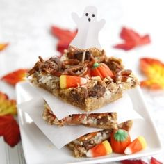 Trick or treat? Sticky sweet cookie bars covered in pretzels, peanuts, chocolate candy bar bits and candy corn.. Happy Halloween!
