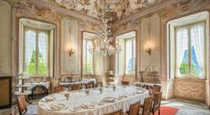 We love to share a selected curation of venues where you want to get married. This splendid villa welcomed Napoleon and Josephine, and when kind enough to can reach the very private museum on the last and private floor of the villa. But shhh.. this is a secret!
