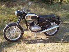 Vintage Bikes, Vintage Motorcycles, Moto Jawa, Jawa 350, Scooter Motorcycle, Old Bikes, Custom Bikes, First Photo, Motor Car