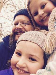 Daddy and his two daughters 😍 Two Daughters, Daddy, Photographs, Winter Hats, Face, Fashion, Moda, Fashion Styles, Photos