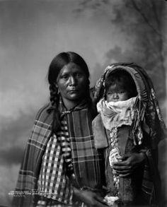 1899 studio portrait of Pee-A-Rat, a Ute Native American woman holding her baby in a cradleboard. Native American Beauty, Native American Photos, American Indian Art, Native American Indians, Native American Children, Native American History, American Pride, Native Son, Native American Photography