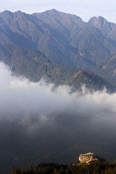 Mount Fan Si Pan, Vietnam.   http://circuitvietnam.asiatica.com/fr/1/18/ascension-du-mont-fanxipan-6-jours.html